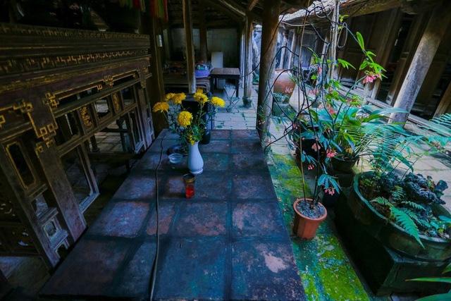 Độc nhất Hà Nội: Nhà cổ 300 tuổi làm từ gỗ lim nằm giữa vườn xanh mát mắt  - Ảnh 14.