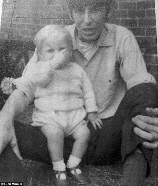 Bức ảnh cũ gần 50 năm được đăng trên Facebook đã tố cáo tội ác man rợ của người cha dượng với con riêng của vợ - Ảnh 1.