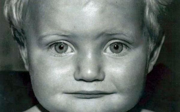 Bức ảnh cũ gần 50 năm được đăng trên Facebook đã tố cáo tội ác man rợ của người cha dượng với con riêng của vợ - Ảnh 3.