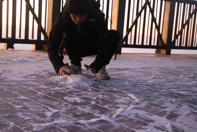 Băng tuyết xuất hiện trên đỉnh Fansipan đúng ngày Noel  - Ảnh 5.