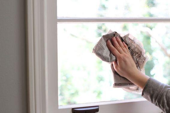 Cuối năm rồi các cửa kính trong nhà cần được lau chùi sạch sẽ, đây là cách khiến chúng sáng bóng mà không cần dùng đến chất tẩy rửa độc hại - Ảnh 3.