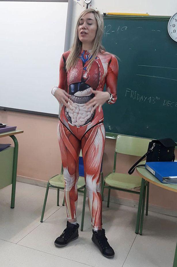 Cô giáo được khen khi diện đồ bó sát dạy về giải phẫu trên lớp - Ảnh 1.