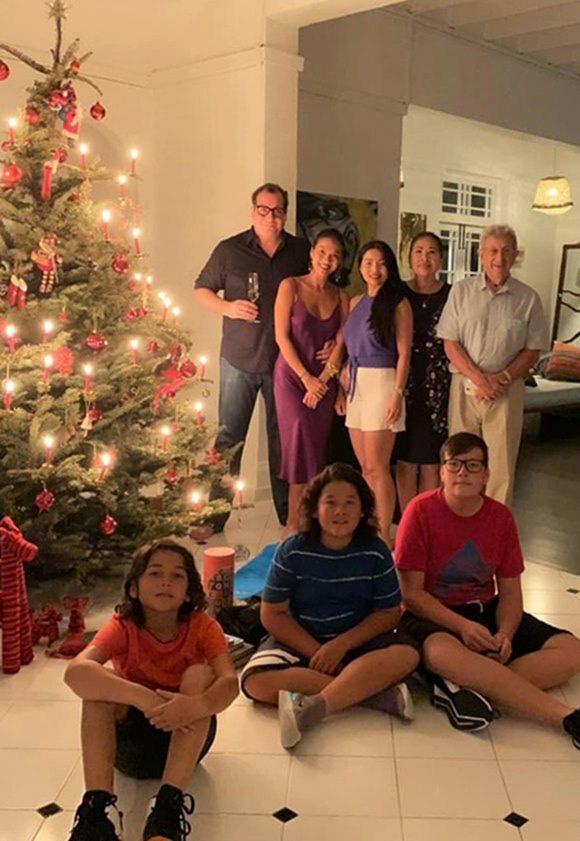 Mẹ đẻ sang Singapore thăm vợ chồng Bằng Lăng - Ảnh 3.
