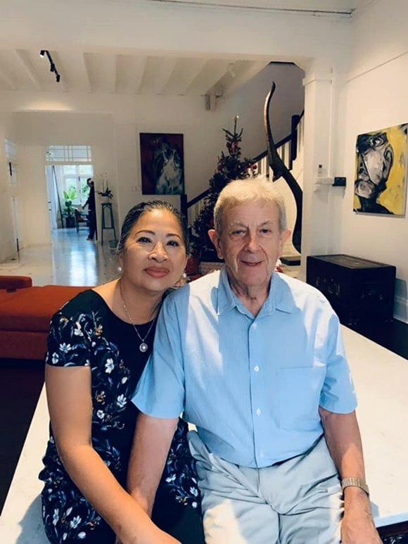 Mẹ đẻ sang Singapore thăm vợ chồng Bằng Lăng - Ảnh 6.