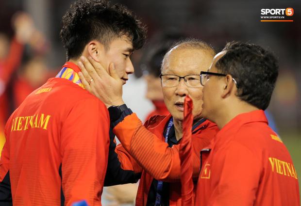 Trợ lý ngôn ngữ của HLV Park bất ngờ xin nghỉ, U23 Việt Nam mất người truyền lửa ngay trước thềm VCK U23 châu Á - Ảnh 1.