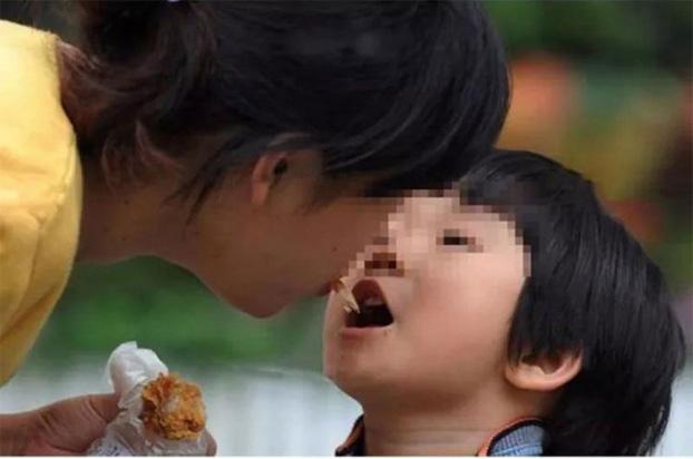 Căn bệnh khiến mẹ bầu dễ sinh non và lây bệnh sang con - Ảnh 2.