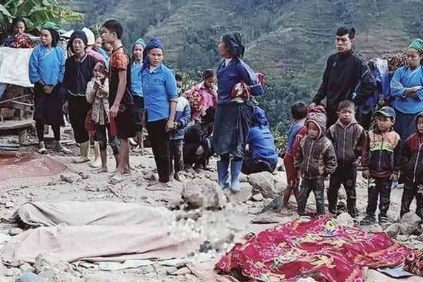 Sập tường khi dỡ nhà, 5 người chết ở Hà Giang - Ảnh 1.