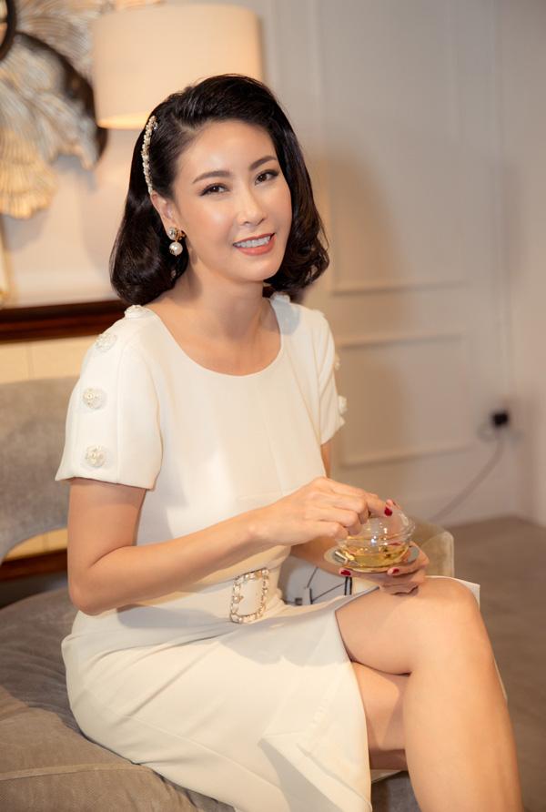 27 năm sau đăng quang Hoa hậu Việt Nam, Hà Kiều Anh xuất hiện gây bất ngờ với nhan sắc không tuổi - Ảnh 4.