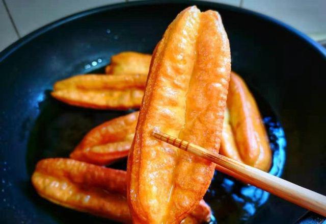 Tuyệt chiêu làm bánh quẩy ngon giòn rụm tại nhà, siêu hấp dẫn ngày lạnh  - Ảnh 9.