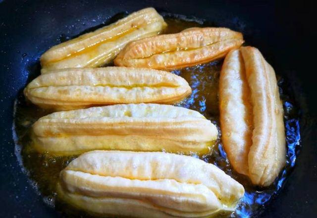 Tuyệt chiêu làm bánh quẩy ngon giòn rụm tại nhà, siêu hấp dẫn ngày lạnh  - Ảnh 8.