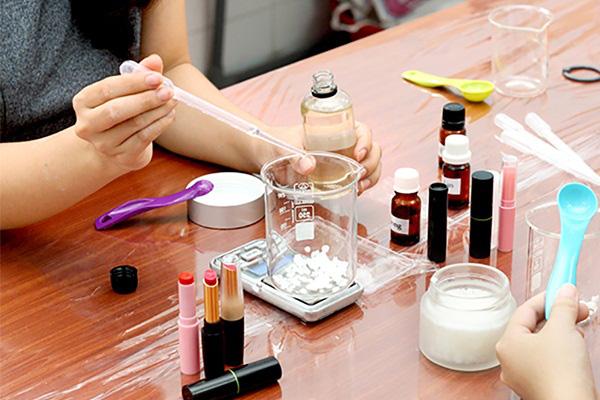 Kinh hãi: Vi khuẩn kháng kháng sinh được tìm thấy trong hầu hết những túi đồ trang điểm của phái đẹp - Ảnh 4.