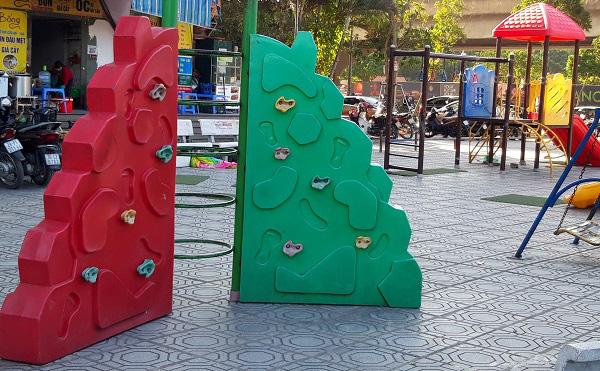 Hà Nội: Những bẫy trò chơi nguy hiểm ở sân trường, khu vui chơi trẻ em - Ảnh 8.