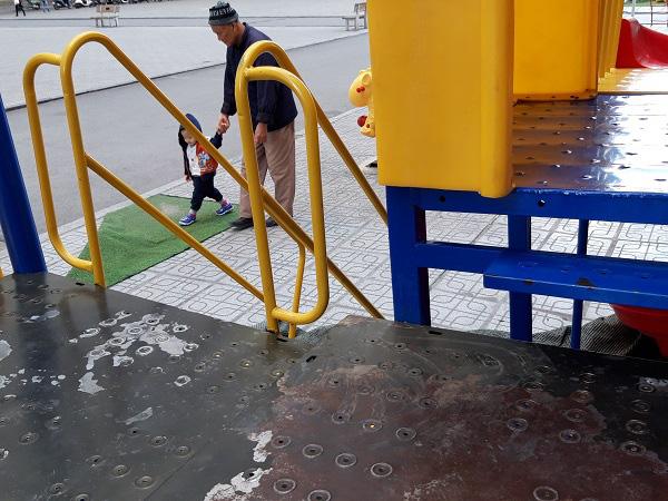 Hà Nội: Những bẫy trò chơi nguy hiểm ở sân trường, khu vui chơi trẻ em - Ảnh 12.