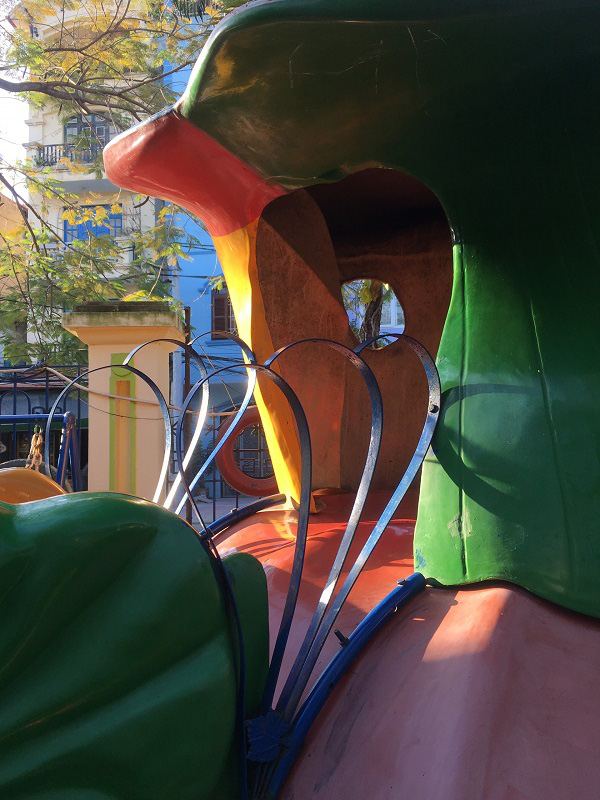 Hà Nội: Những bẫy trò chơi nguy hiểm ở sân trường, khu vui chơi trẻ em - Ảnh 3.
