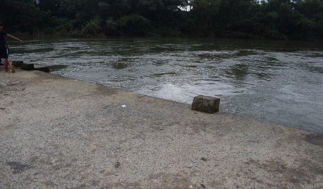 Thiếu niên tử vong dưới sông sau nhiều ngày mất tích - Ảnh 1.