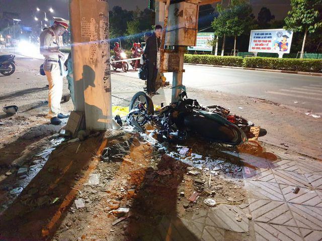 Thiếu niên lao xe vào cột đèn tử vong, nghi do bị CSGT truy đuổi - Ảnh 2.