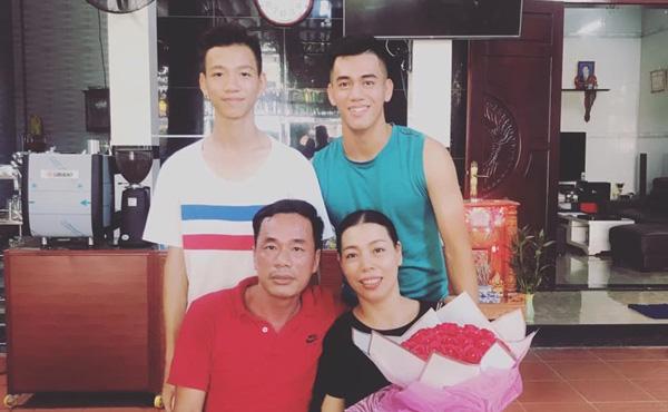 Tiền đạo Tiến Linh: Tuổi thơ xa bố mẹ và hành động đẹp dành cho Quang Hải sau trận hòa Thái Lan - Ảnh 5.