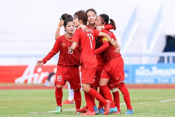 HLV Mai Đức Chung mong khán giả đến cổ vũ cho đội tuyển bóng đá nữ Việt Nam trong trận gặp Philippines - Ảnh 1.
