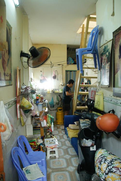 Có nhà hơn 1 tỷ không ở, nhạc sĩ Người phu kéo mo cau sống chật hẹp trong căn nhà chỉ hơn 10 m2 - Ảnh 2.