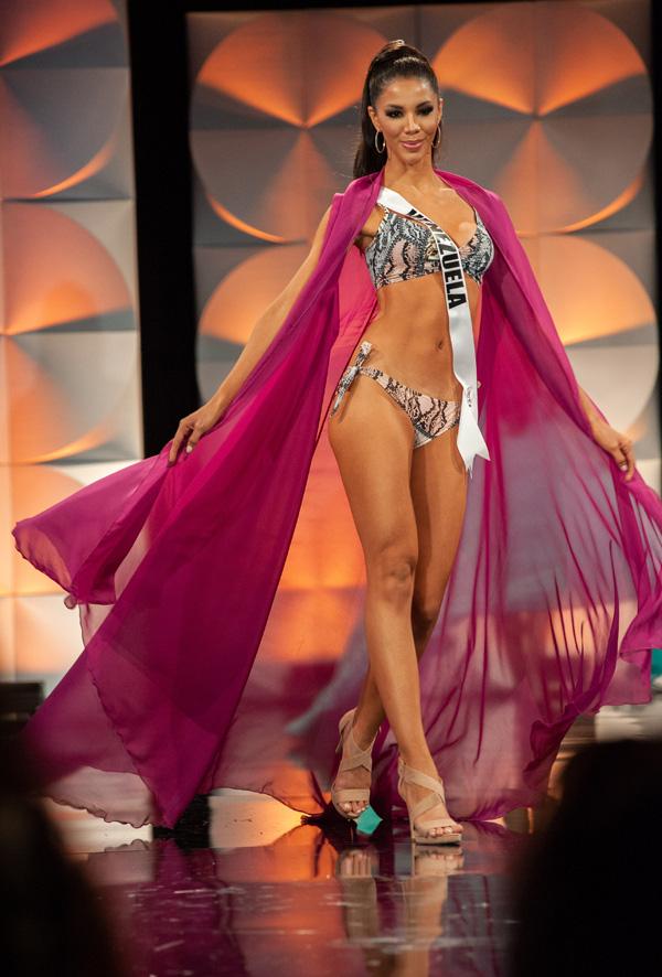 Hoàng Thùy đọ dáng với bikini bên các đối thủ Miss Universe - Ảnh 3.