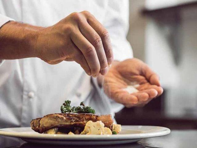 Bác sĩ liệt kê 5 thực phẩm giết não bộ, không muốn con kém thông minh thì hạn chế dùng - Ảnh 2.