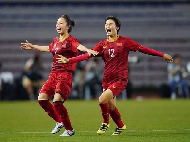 Việc làm đầu tiên của cánh én nhỏ sau khi ghi bàn thắng duy nhất giúp đội tuyển bóng đá nữ Việt Nam đoạt HCV - Ảnh 2.