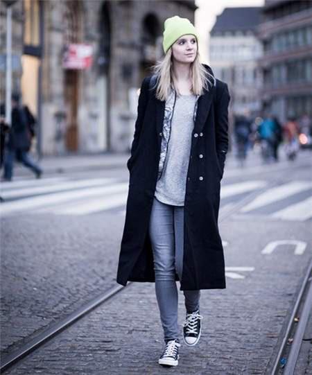 Mix áo khoác dài mùa đông với các kiểu dưới đây, chị em trông vừa hiện đại vừa quyến rũ - Ảnh 1.