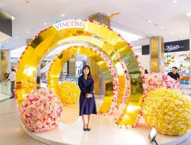 Sắc mai vàng tứ quý rực rỡ tại Vincom Mega Mall Thảo Điền và én vàng đón xuân tại Vincom Center Landmark 81 và Bà Triệu khiến lòng người rộn ràng đón năm mới.