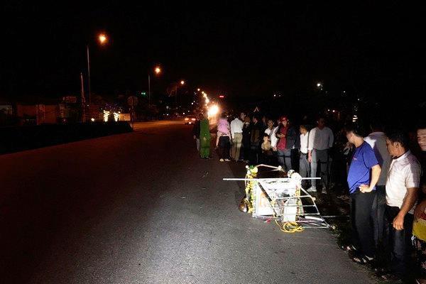 Xe ô tô 5 chỗ đã tông vào đoàn người rước kiệu khiến 1 người tử vong, 3 người khác bị thương ở Hà Tĩnh.