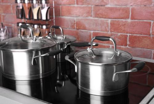 Bạn sẽ có nhiều cảm hứng nấu ăn tại nhà hơn khi có gian bếp xịn. Ảnh: Africa Studio