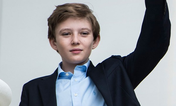 Barron Trump là con của ông chủ Nhà Trắng với người vợ thứ 3, Melania. Cậu bé được cha mẹ yêu quý và được sống trong điều kiện tốt đẹp nhất.