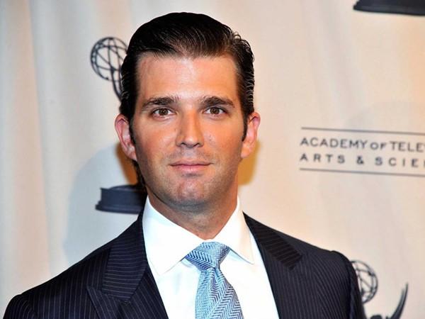 Donald Trump Jr. là con trai đầu lòng của tân Tổng thống với người vợ đầu tiên - bà Ivana Zelníčková. Cậu cả nhà Trump tốt nghiệp cùng trường với cha, Đại học Pennsylvania, hiện là Phó Giám đốc điều hành của Trump Organization.