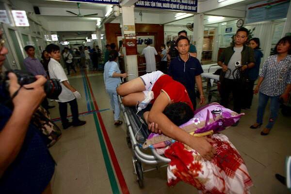 Một ca cấp cứu tại Bệnh viện Việt Đức Tết Kỷ Hợi 2019. Ảnh: TL