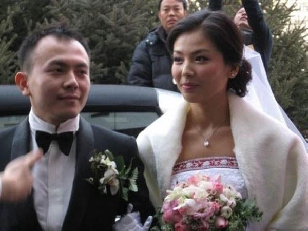 Lưu Đào nai lưng kiếm tiền để trả nợ giúp chồng