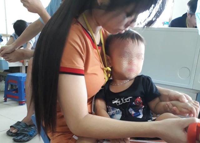 Cách đây không lâu bé Quốc Nam con trai anh Tuyến đã qua đời sau thời gian dài điều trị bệnh ung thư máu. Ảnh GD