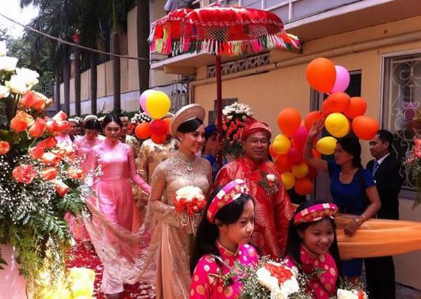 Hình ảnh đám cưới Á hậu Dương Trương Thiên Lý vào năm 2011.