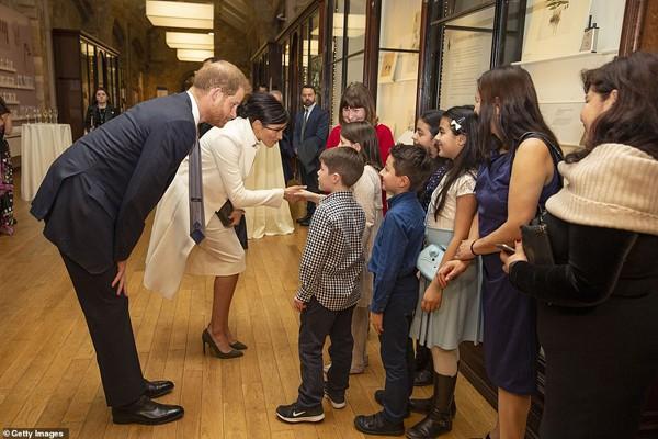 Cặp vợ chồng Hoàng gia tỏ ra thân thiện với tất cả mọi người.