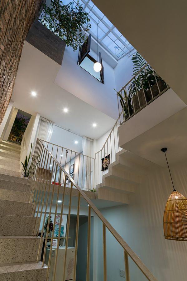 Cầu thang là điểm kết nối của các phòng riêng biệt trong căn nhà.