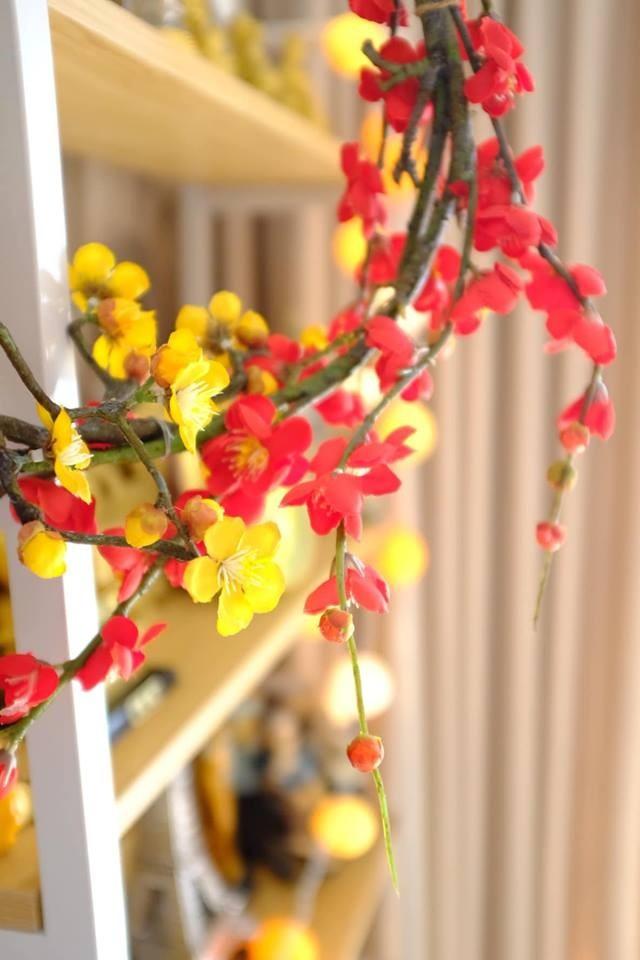 Dùng màu sắc bắt mắt để trang trí nhưng căn nhà của Nam Cường không hề bị lòe loẹt mà ngược lại, rất có phong cách.