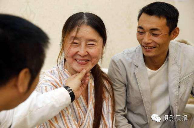 Sau khi trải qua các cuộc phẫu thuật, tình trạng da chảy xệ của Hồ Quyên đã được cải thiện