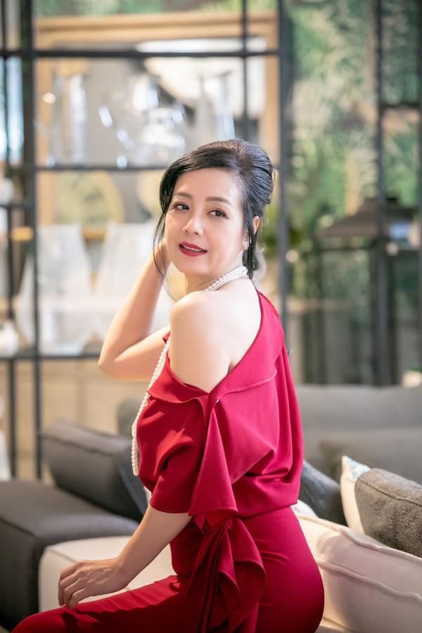 Vẻ đẹp ngọt ngào của bà Phương Chiều Xuân.