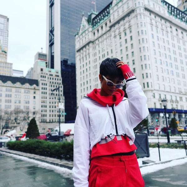 Xuất hiện tại New York, HHen Niê nhận được nhiều lời khen ngợi của khán giả hâm mộ bởi phong cách khoẻ khoắn của một cô nàng tomboy.