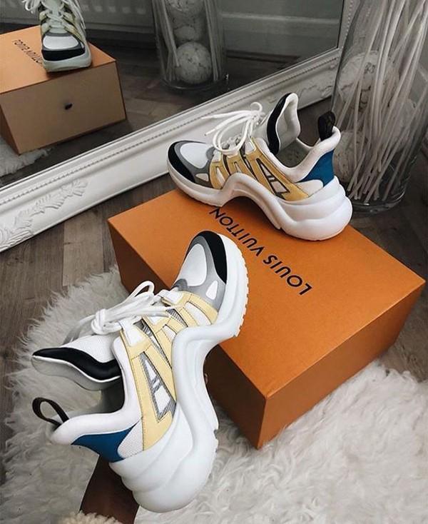 Giầy sneaker đế thô là một trong những xu hướng hot nhất mùa thời trang 2018, thương hiệu Louis Vuitton cũng nhanh chóng cho ra nhiều sản phẩm đốn tim các fashionista.