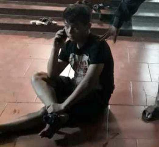 Nạn nhân Tuấn bị nhóm đối tượng bắn vào chân tại nhà riêng. Ảnh: NH