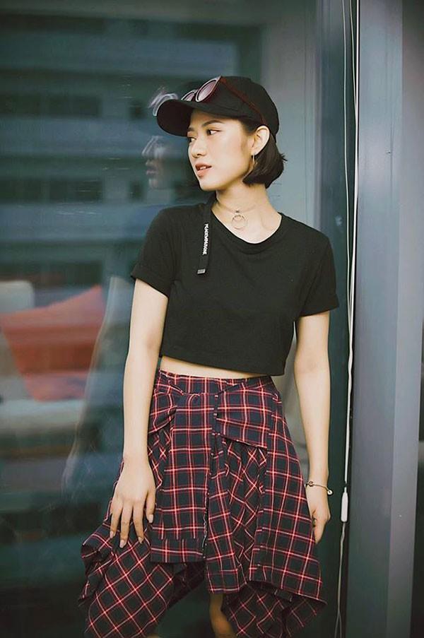 Phong cách thời trang năng động của nữ diễn viên được nhiều người yêu thích.