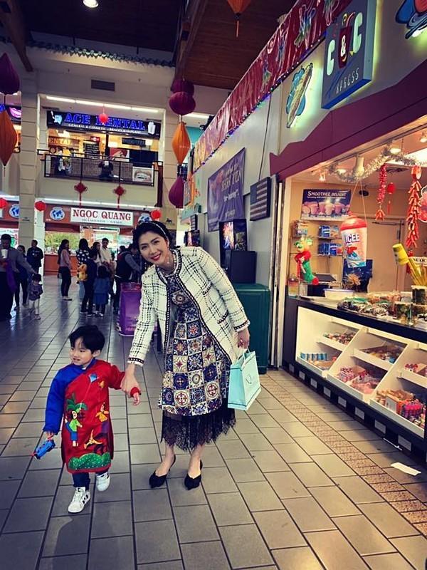 Cựu người mẫu hiện đang sống cùng cậu con trai nhỏ tại Mỹ. Cô chia sẻ cuộc sống hiện tại khá ổn định và công việc kinh doanh cũng thuận lợi.