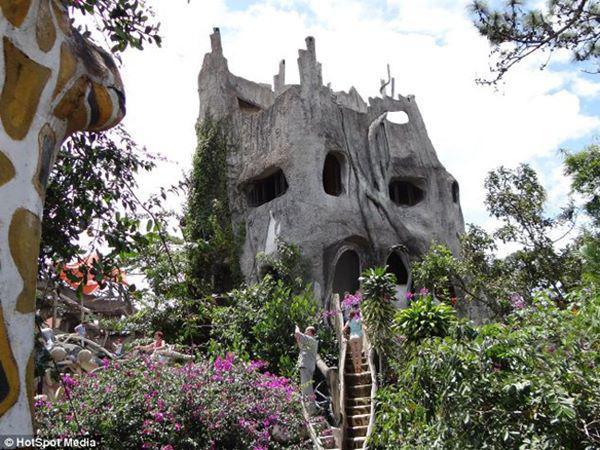 5, Biệt thự Hằng Nga được hoàn thành và ra mắt từ năm 1990 ở Đà Lạt, Việt Nam.