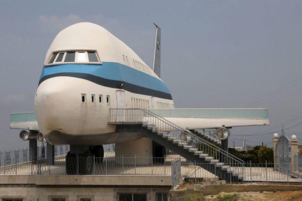 6, Nhà hình máy bay độc đáo ở làng Miziara, miền bắc Lebanon.