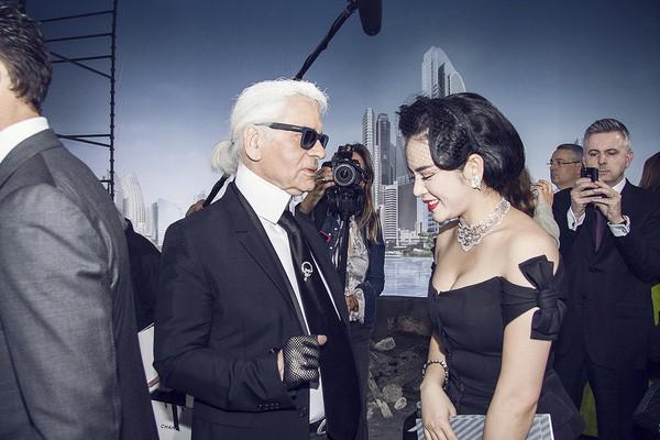 Lý Nhã Kỳ hạnh phúc khi gặp mặt huyền thoại thời trang thế giới Karl Lagerfeld.