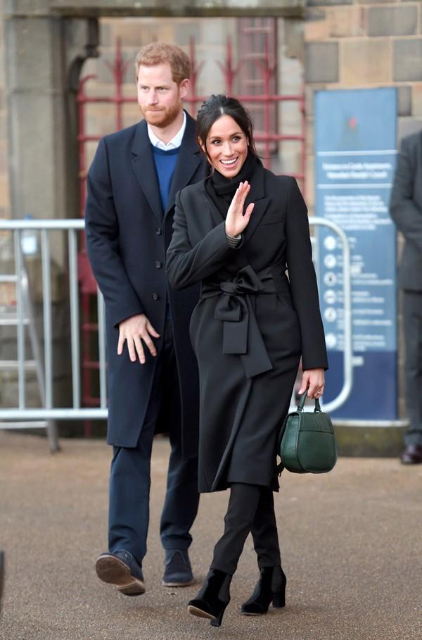 Nhưng hiện tại, hoàng tử Harry đang bị cho là hối hận khi quyết định cưới Meghan.